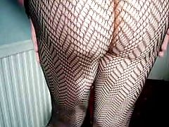 Mature cd wanks off in fishnet...