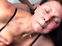 hairy pussy mom masturbates...