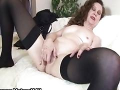 Experienced mom spreads her...