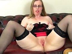 Brit Cougar Sammie Shoves A Anal...