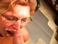Dickblowing horny mature lady