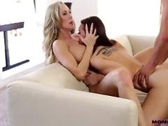 Jizz exchanging mommy