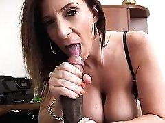 Sara Jay with bubbly rump lets man