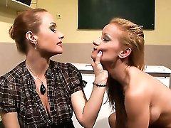 Blonde Valentina Valenti cant...