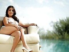 Amazingly Sexy Latina Jynx Mae