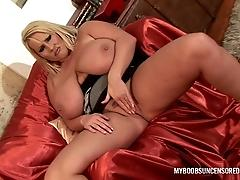 Huge Natural Tits Laura M...